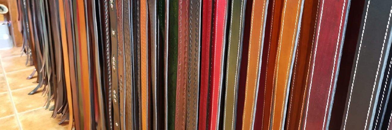 Elaboración artesanal de cinturones de cuero Decuero Leather